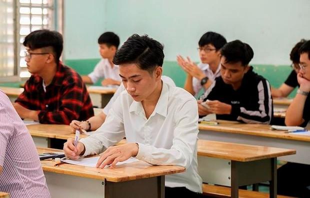 Gần 1.000 thí sinh bỏ thi kiểm tra năng lực vào ĐH Luật TP.HCM - Ảnh 1.