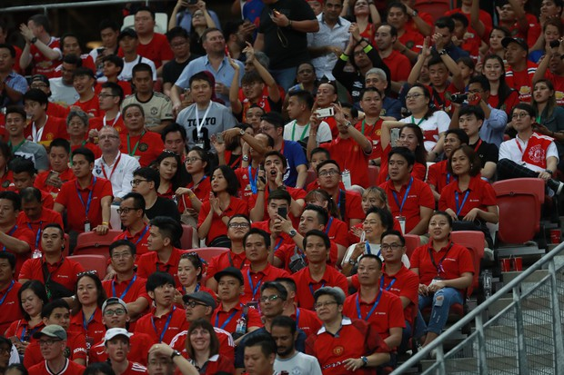 Diễn viên Bình An đẹp trai rạng ngời trong ngày đến Singapore tiếp lửa MU đánh bại Inter Milan - Ảnh 5.