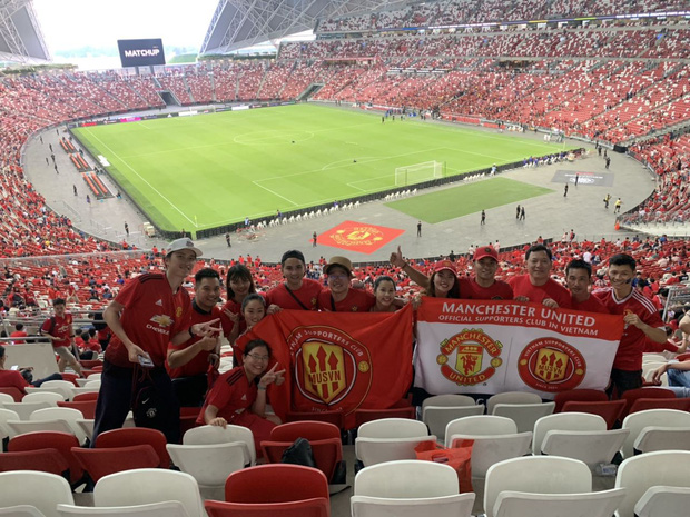 Diễn viên Bình An đẹp trai rạng ngời trong ngày đến Singapore tiếp lửa MU đánh bại Inter Milan - Ảnh 3.
