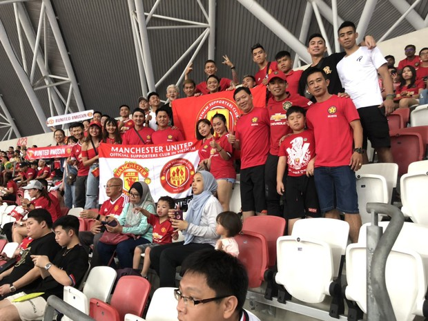 Diễn viên Bình An đẹp trai rạng ngời trong ngày đến Singapore tiếp lửa MU đánh bại Inter Milan - Ảnh 2.
