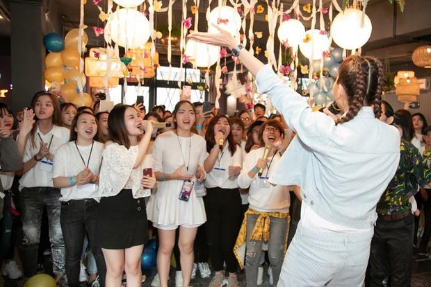 Thanh Hằng trẻ trung như gái 18, quậy hết cỡ cùng fan trong tiệc sinh nhật bước sang tuổi 36 - Ảnh 6.