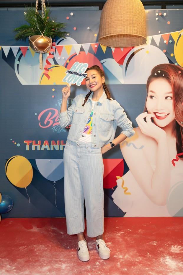 Thanh Hằng trẻ trung như gái 18, quậy hết cỡ cùng fan trong tiệc sinh nhật bước sang tuổi 36 - Ảnh 7.