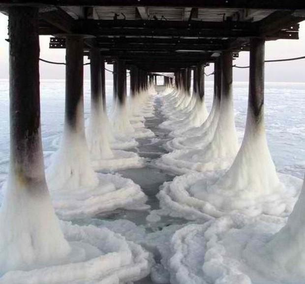 Loạt ảnh ấn tượng cho thấy tác động dữ dội của biến đổi khí hậu tới cuộc sống con người - Ảnh 9.