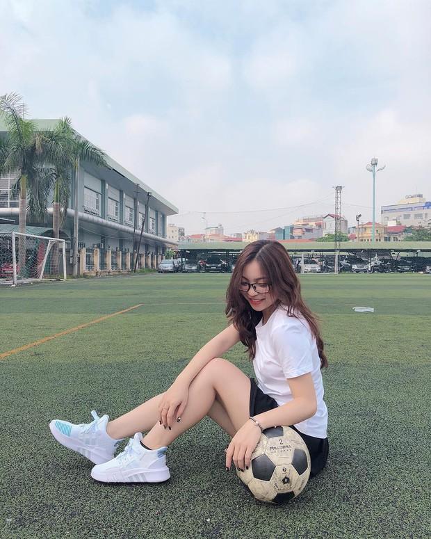 Bạn gái Quang Hải đích thị là điển hình của hội con gái: Hình tự up thì chân dài mét mốt, hình bị chụp mét mốt chia đôi - Ảnh 5.