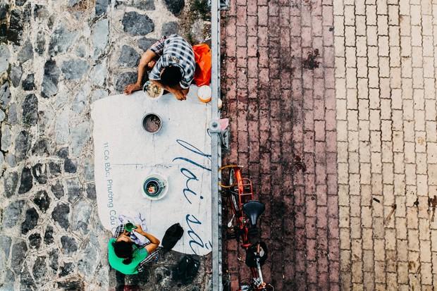Tác giả bức ảnh 2 vợ chồng vô gia cư ôm nhau ngủ dưới chân cầu ở Sài Gòn: Có lẽ mình sẽ quay lại đó gặp họ - Ảnh 4.