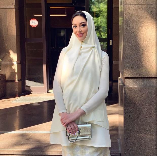 Hoa hậu Nga bị nghi cắm sừng Cựu Vương Malaysia: Quá khứ thác loạn đầy tranh cãi, lừa chồng đổ vỏ? - Ảnh 7.