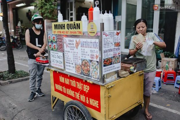 Hôm nay trời thật đẹp, nhưng tôi không thể nói và nghe - câu chuyện cảm động của hàng bánh tráng giữa lòng Sài Gòn - Ảnh 4.