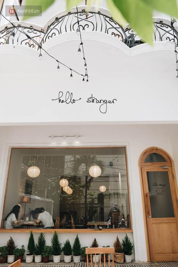 Ghé hai tiệm cafe cùng tông trắng xinh đang được check-in đông đảo nhất ở Hà Nội, mùa hè này đã có quán mới để dừng chân - Ảnh 1.