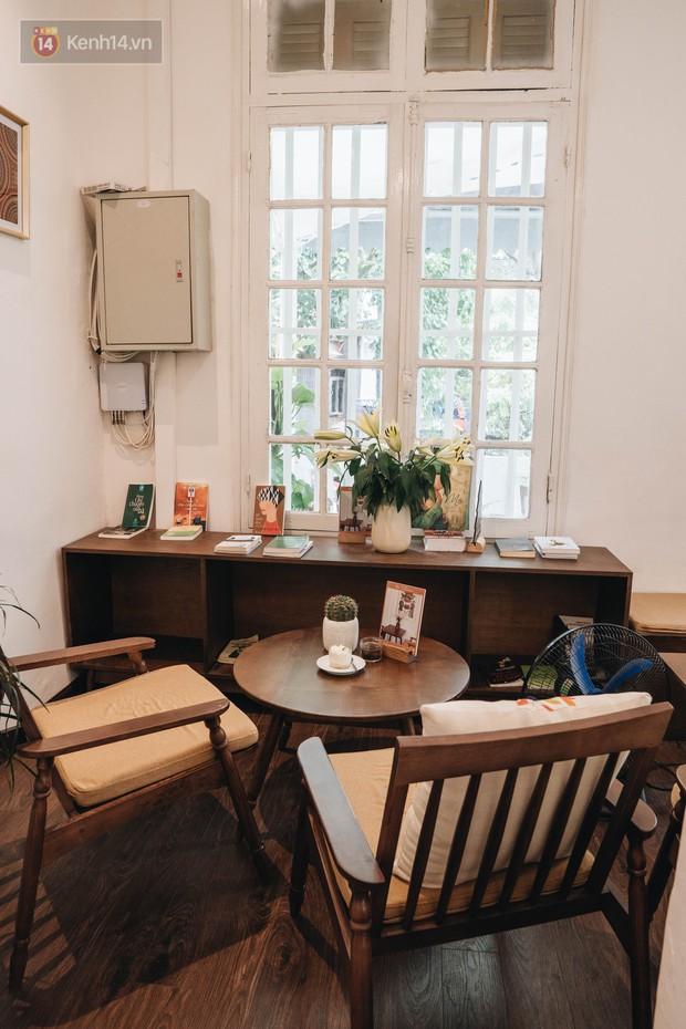 Ghé hai tiệm cafe cùng tông trắng xinh đang được check-in đông đảo nhất ở Hà Nội, mùa hè này đã có quán mới để dừng chân - Ảnh 32.