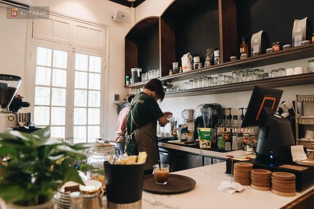 Ghé hai tiệm cafe cùng tông trắng xinh đang được check-in đông đảo nhất ở Hà Nội, mùa hè này đã có quán mới để dừng chân - Ảnh 34.