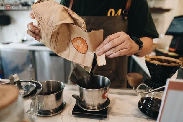 Ghé hai tiệm cafe cùng tông trắng xinh đang được check-in đông đảo nhất ở Hà Nội, mùa hè này đã có quán mới để dừng chân - Ảnh 35.