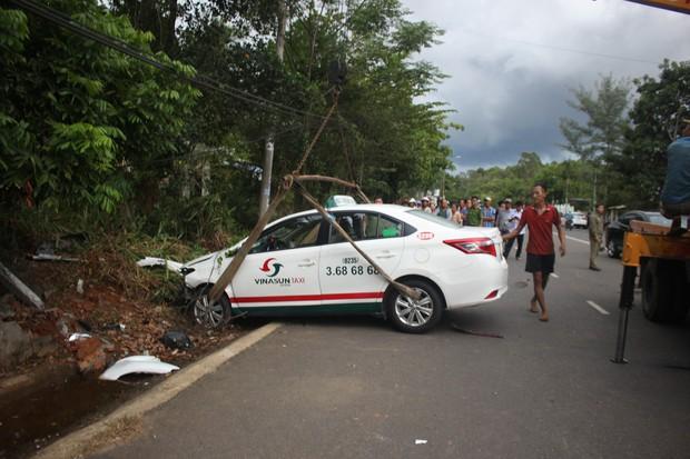 Taxi tông xe máy, 2 cô cháu tử vong thương tâm - Ảnh 1.