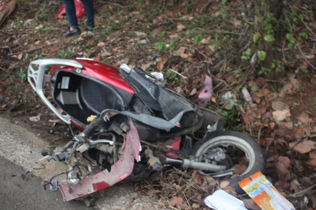 Taxi tông xe máy, 2 cô cháu tử vong thương tâm - Ảnh 2.
