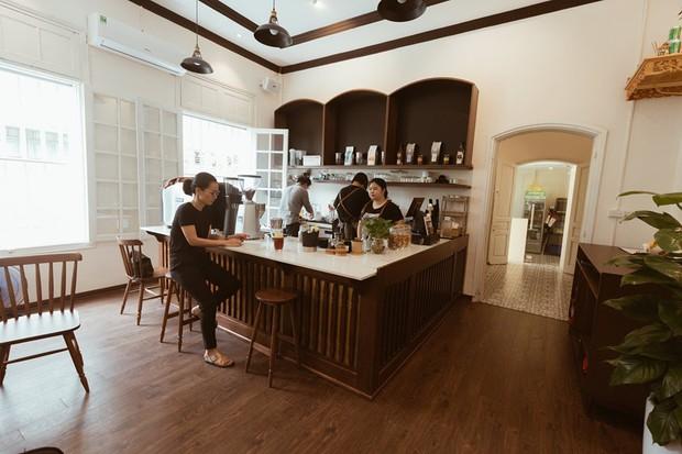 Ghé hai tiệm cafe cùng tông trắng xinh đang được check-in đông đảo nhất ở Hà Nội, mùa hè này đã có quán mới để dừng chân - Ảnh 30.