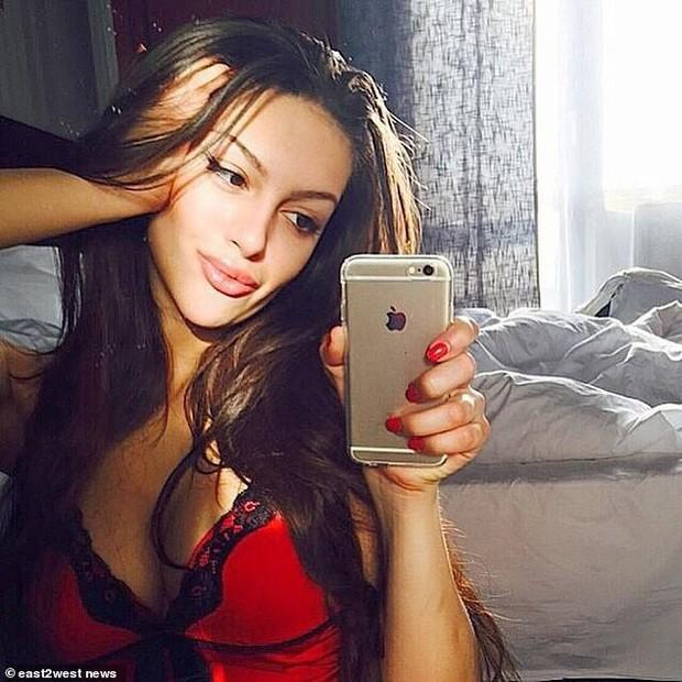 Hoa hậu Nga bị nghi cắm sừng Cựu Vương Malaysia: Quá khứ thác loạn đầy tranh cãi, lừa chồng đổ vỏ? - Ảnh 5.