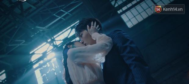 CEO IU ngăn ma nữ đoạt linh hồn người thương bằng nụ hôn siêu ngọt ngay tập 4 Hotel Del Luna - Ảnh 4.