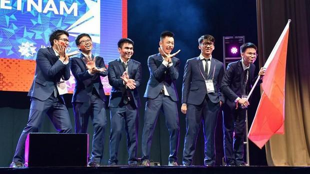Ngôi trường cấp 3 giỏi hàng đầu Việt Nam: Có hàng chục huy chương quốc tế, thủ khoa khối C và cầu truyền hình Olympia chỉ trong một năm học - Ảnh 5.