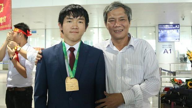 Nam sinh có điểm cao nhất Olympic Toán quốc tế sang Singapore du học - Ảnh 1.