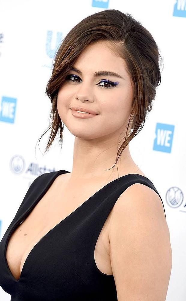 Béo như 4 mỹ nhân showbiz này thì ai cũng muốn: Jennie tăng hạng nhan sắc nhưng sexy nhất là Selena Gomez - Ảnh 9.