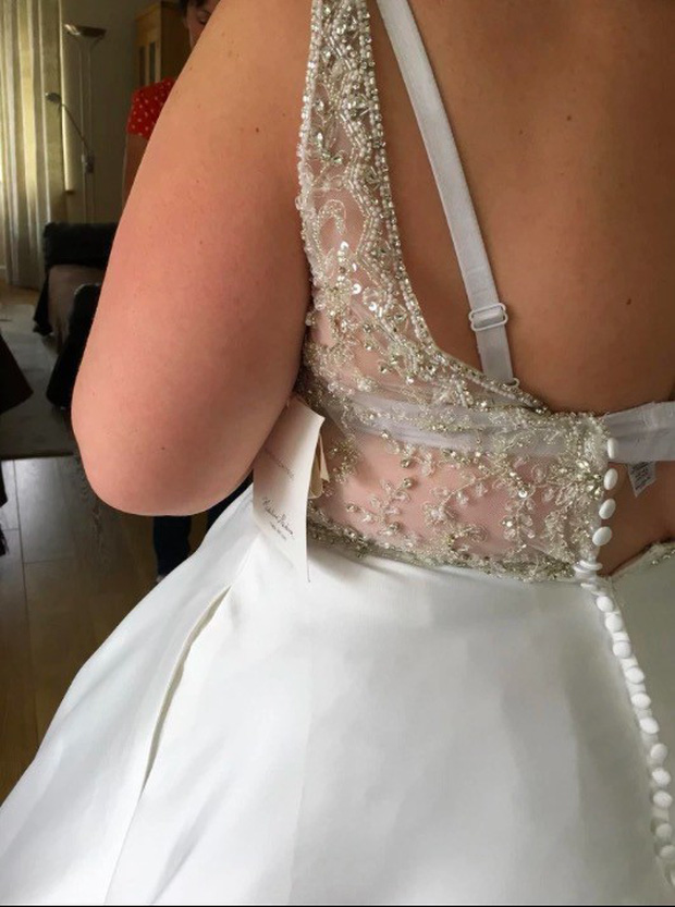 Cô gái người Anh cố tình mua váy cưới nhỏ hơn 3 size, hé lộ bí quyết giảm được 25kg trong 6 tháng - Ảnh 2.