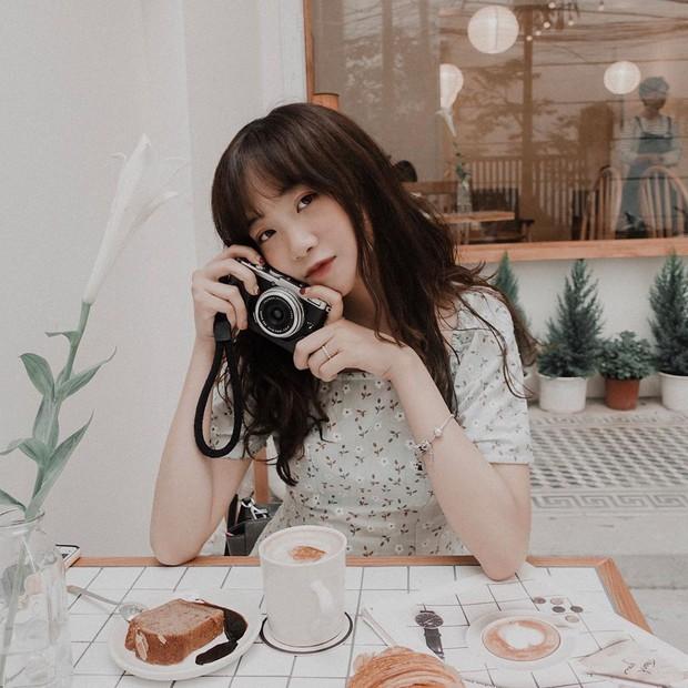 Ghé hai tiệm cafe cùng tông trắng xinh đang được check-in đông đảo nhất ở Hà Nội, mùa hè này đã có quán mới để dừng chân - Ảnh 19.