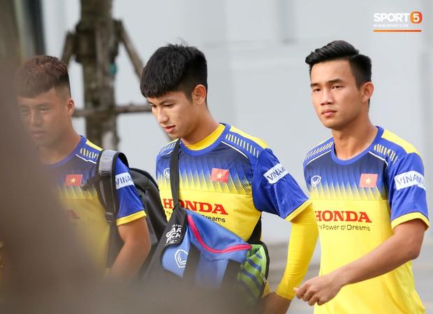Tuyển thủ U23 Việt Nam than khó khi biết sẽ phải đá sân cỏ nhân tạo ở SEA Games 2019 - Ảnh 2.
