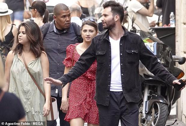 Chẳng ngại để mặt mộc và khoe bắp tay to, Selena Gomez vẫn được khen ngợi nhờ gương mặt tròn  - Ảnh 3.