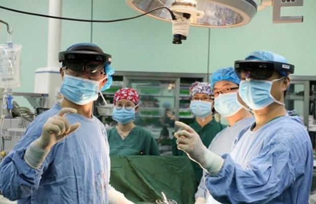 Lần đầu tiên một ca phẫu thuật chữa trị ung thư được điều khiển từ xa bằng mạng 5G tại Trung Quốc - Ảnh 1.