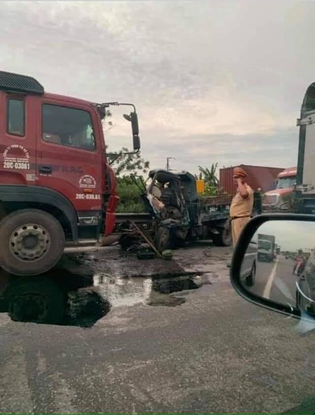 Nóng: 5 người bị ô tô tải lật đè tử vong khi đứng gần hiện trường tai nạn giao thông ở Hải Dương - Ảnh 3.