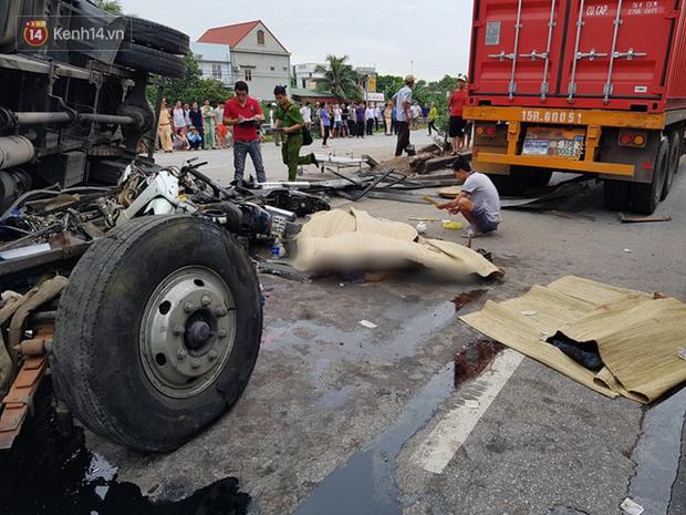 Giây phút kinh hoàng khi xe tải lật đè nhóm người đứng gần hiện trường tai nạn: Các nạn nhân chỉ kịp hét lên vài tiếng..., hãi hùng lắm - Ảnh 1.