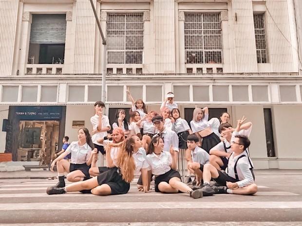 Dance cover Hãy trao cho anh quá chất, nhóm nhảy của ĐH Thương mại được Sky nhận xét xuất sắc không kém Sơn Tùng - Ảnh 4.