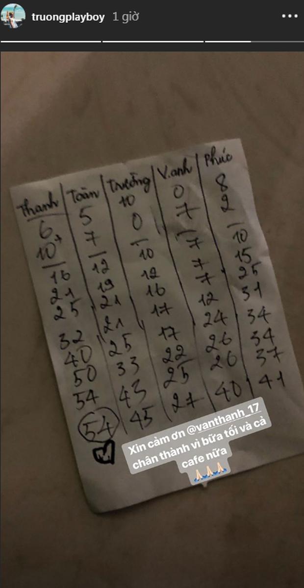 Bị Xuân Trường và đồng bọn hầm không lối thoát bằng bài Uno, Văn Thanh ôm mặt vì phải thanh toán bữa tối cho hội bạn - Ảnh 2.
