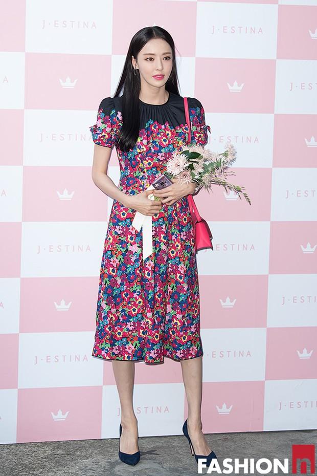 Hyuna lộ áo ngực phản cảm, lấn át cả nữ hoàng trượt băng nghệ thuật Kim Yuna nhờ... môi tều vượt mặt ở sự kiện - Ảnh 11.