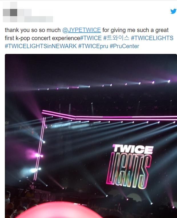 """Fan phẫn nộ khi concert của TWICE bị báo Mỹ """"ném đá"""" thậm tệ: Nhóm bị chê """"flop"""", mang tiếng kém tài - Ảnh 7."""
