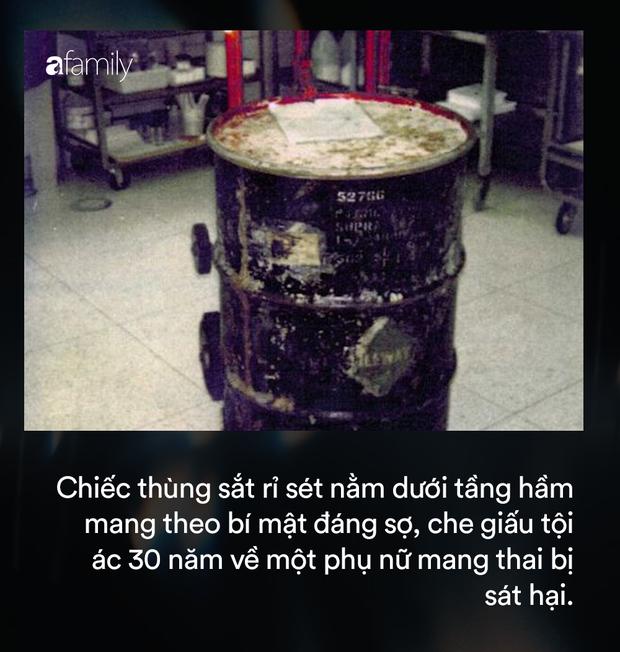 Mở chiếc thùng sắt nằm im lìm hơn 30 năm dưới tầng hầm, gia chủ kinh hãi phát hiện thi thể người phụ nữ mang thai, hé lộ tội ác ghê rợn chưa từng thấy - Ảnh 1.