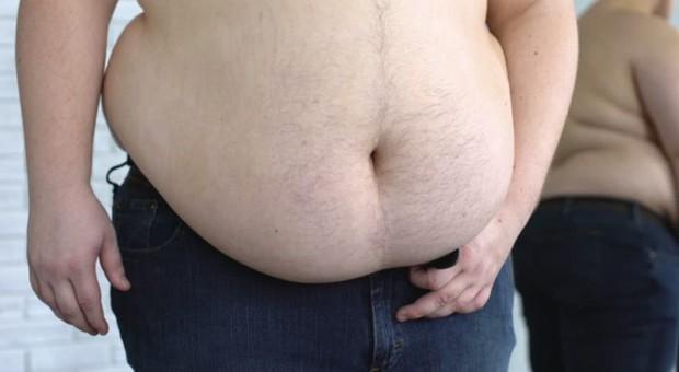 Giảm giá 67% cho các anh trai có bụng ông Địa, công viên nước Đài Loan gây tranh cãi lớn vì cổ súy đàn ông béo phì - Ảnh 2.