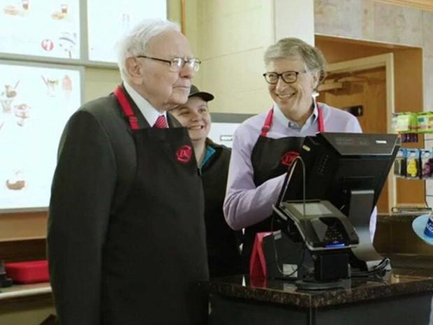 Vì sao Warren Buffett và Bill Gates cùng làm phục vụ tại một cửa hàng kem? - Ảnh 2.