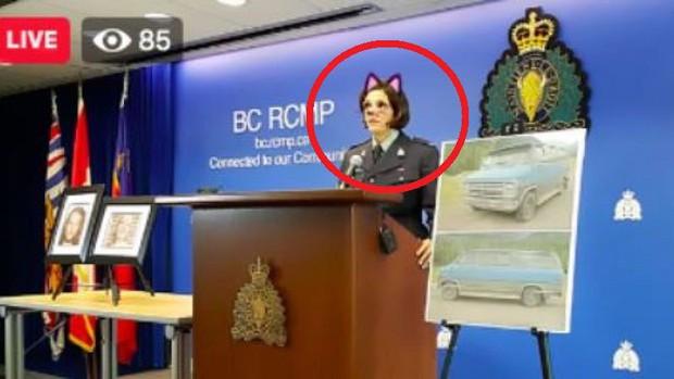 Cảnh sát Canada vô tình bật bộ lọc mèo hồng dễ thương khi phát trực tiếp họp báo về án mạng kép - Ảnh 1.