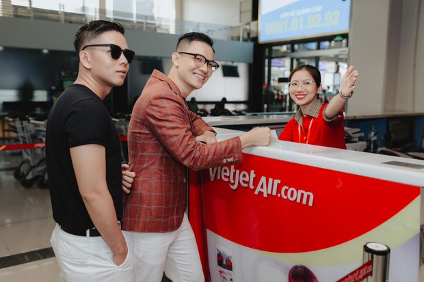 Cặp đôi LGBT gây bão mạng kỉ niệm 500 ngày yêu bằng chuyến du lịch lãng mạn ở Phú Quốc - Ảnh 1.