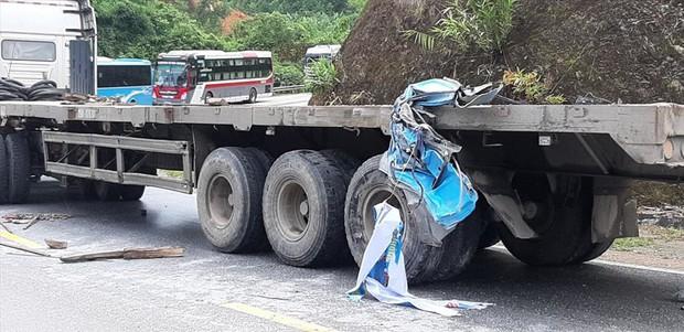 Tuyên Quang: Xe khách lao vào vách núi, hơn 10 người nhập viện - Ảnh 2.