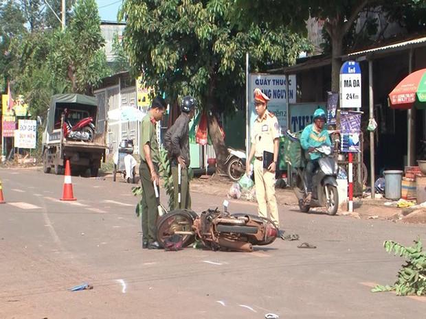 Xe máy đấu đầu 3 người thương vong tại Bình Phước - Ảnh 2.