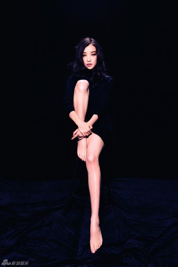 Những người đẹp sở hữu đôi chân đẳng cấp nhất của showbiz Hoa ngữ: Mỹ nhân 49 tuổi cạnh tranh cùng người yêu cũ của Huỳnh Hiểu Minh - Ảnh 12.