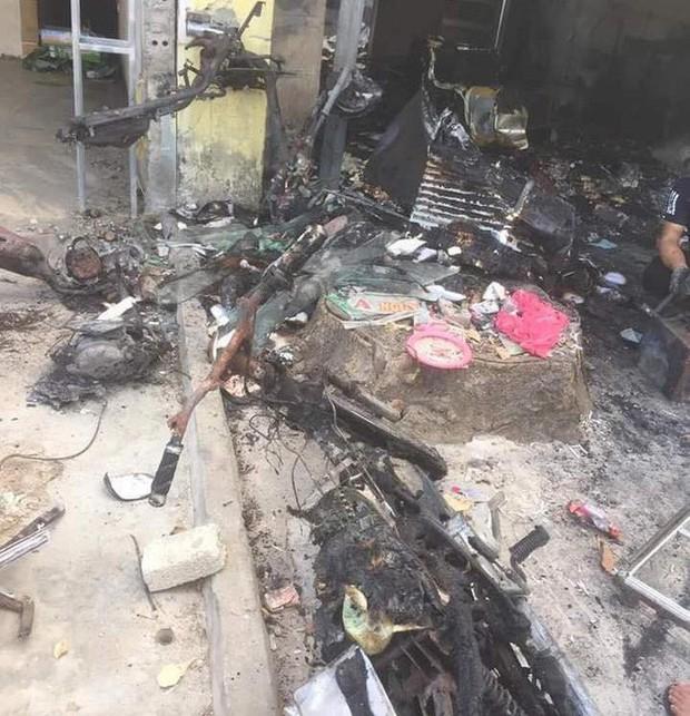 Vụ chủ cửa hàng quần áo bị kẻ bịt mặt ném bom xăng: Họ xông vào đánh tôi và dọa đốt 2 lần rồi - Ảnh 4.