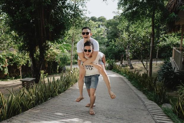 Cặp đôi LGBT gây bão mạng kỉ niệm 500 ngày yêu bằng chuyến du lịch lãng mạn ở Phú Quốc - Ảnh 6.