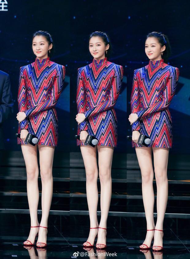 Những người đẹp sở hữu đôi chân đẳng cấp nhất của showbiz Hoa ngữ: Mỹ nhân 49 tuổi cạnh tranh cùng người yêu cũ của Huỳnh Hiểu Minh - Ảnh 9.