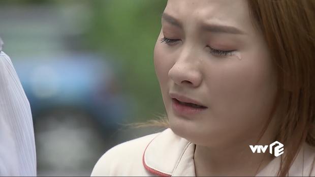 Nhìn Bảo Thanh khóc thật đau nhưng ai cũng mong cô tẩy trang đi vì phấn dày bờ cả lên rồi - Ảnh 1.