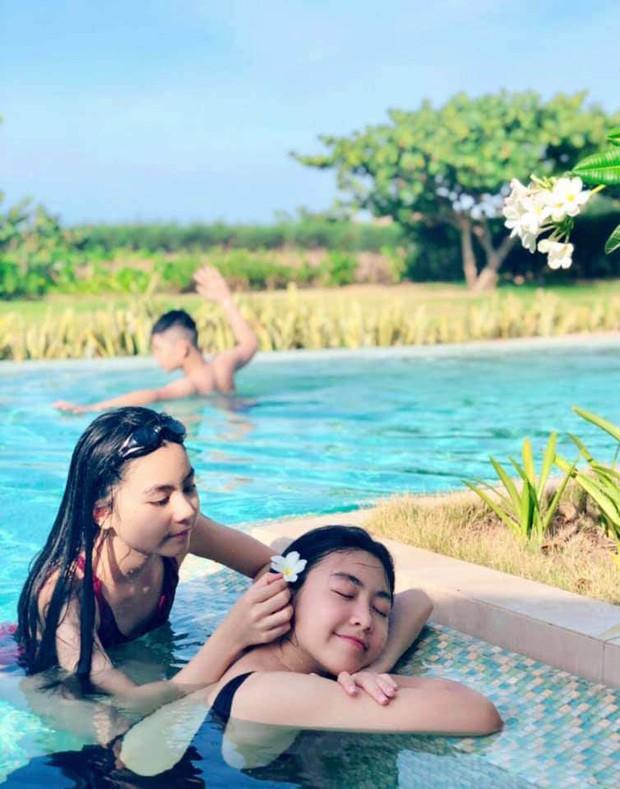 Công chúa 14 tuổi nhà Quyền Linh thả dáng với bikini, ai cũng tấm tắc khen dáng vóc như Hoa hậu tương lai - Ảnh 2.