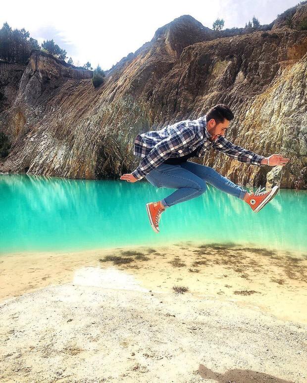Sốc: Nhập viện hàng loạt sau khi bơi, hồ nước xanh lam nổi tiếng Tây Ban Nha này chính là hiểm họa với du khách - Ảnh 2.