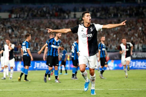 Ronaldo sút phạt thành bàn giải cứu đàn em De Ligt và Juventus - Ảnh 6.