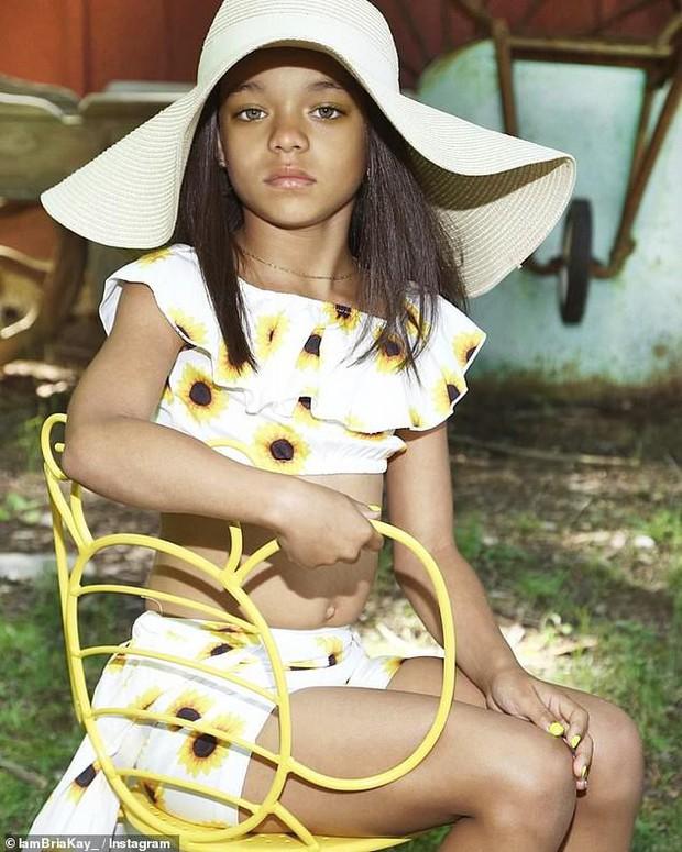 Sốc trước bản sao mini giống hệt Rihanna, đến mức bản gốc còn phải ngỡ ngàng đến... suýt rơi điện thoại - Ảnh 3.